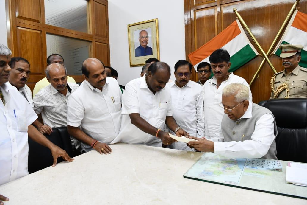 Kumaraswamy submits his resignation to Karnataka Governor