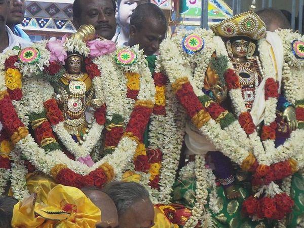 காரைக்கால் மாங்கனித் திருவிழாவில் புனிதவதியும் பிரம்மதத்தரும்