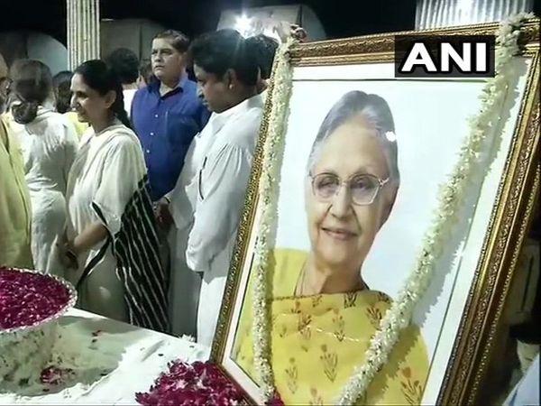 Sheila Dikshit  funeral cremated at Nigambodh Ghat