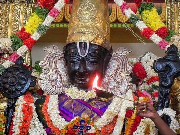 Athi Varadar draped in violet